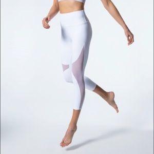 ALO Yoga Pants - ALO Yoga High-Waist Coast Capri